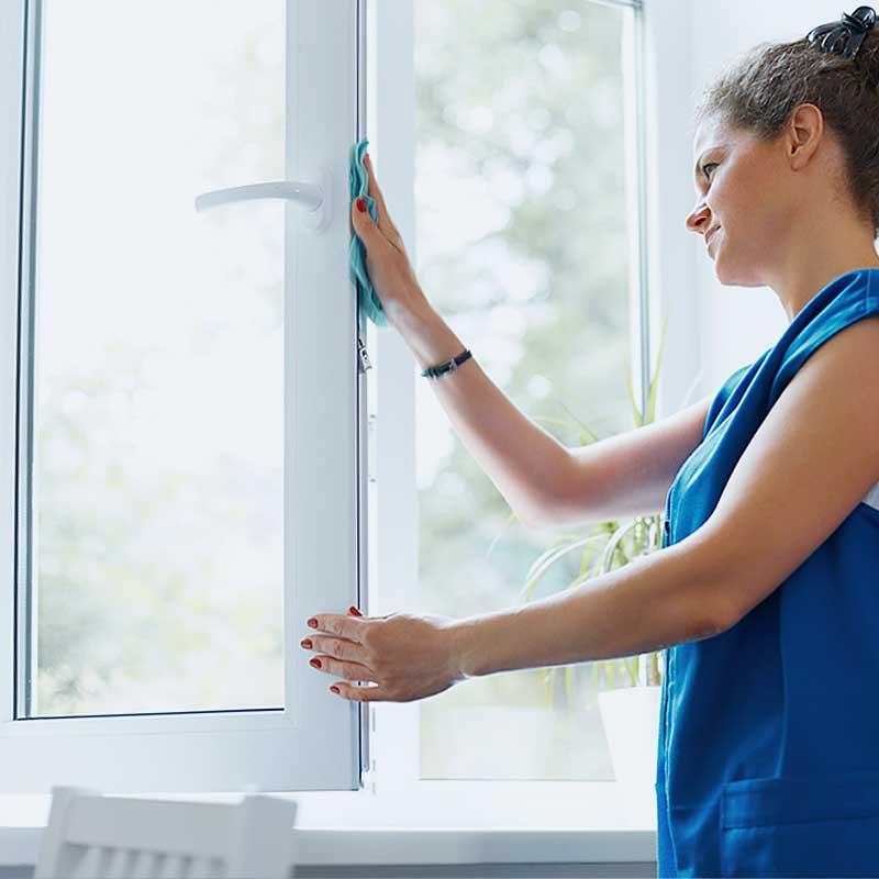 You are currently viewing Чем отмыть пластиковые окна: желтые пятна, скотч, монтажную пену