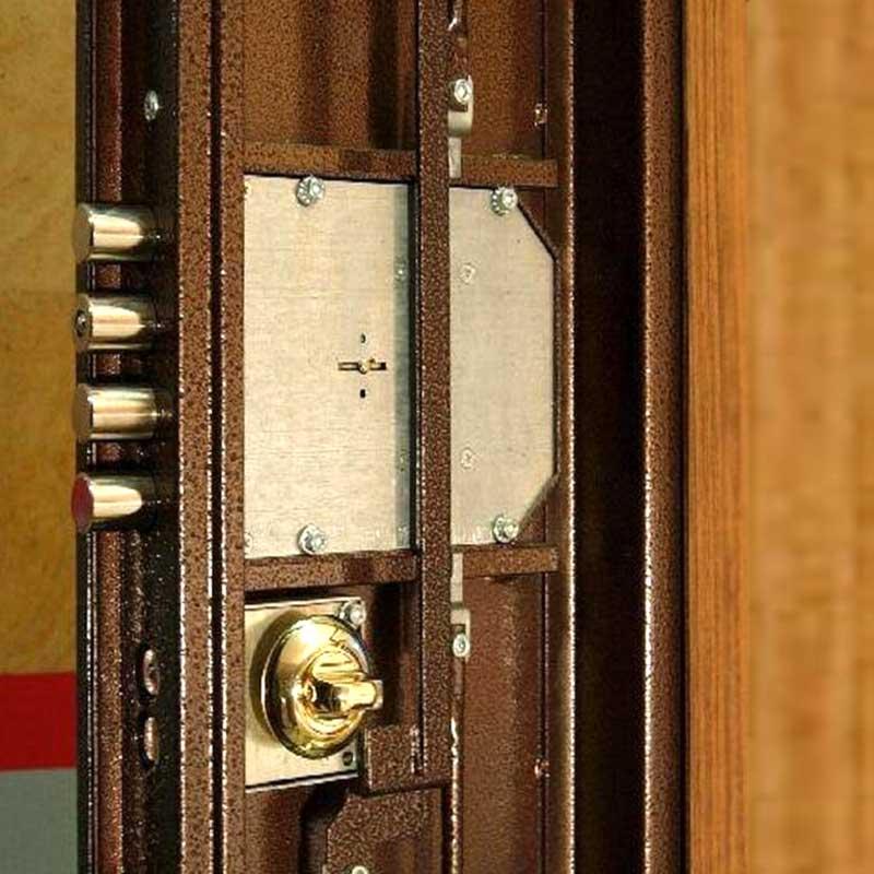 You are currently viewing Сломался замок металлической двери. Что делать?