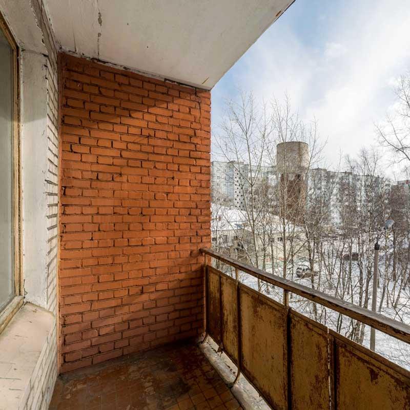 Остекление балкона своими руками. Чем заделать щель на балконе?
