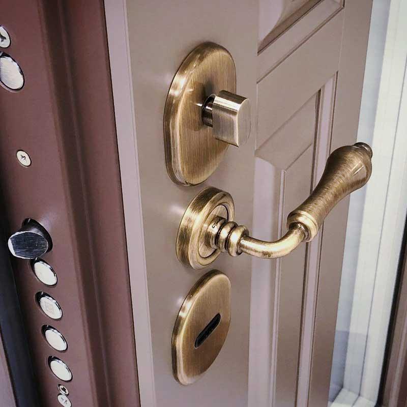 You are currently viewing Отделка входной двери изнутри — варианты и материалы