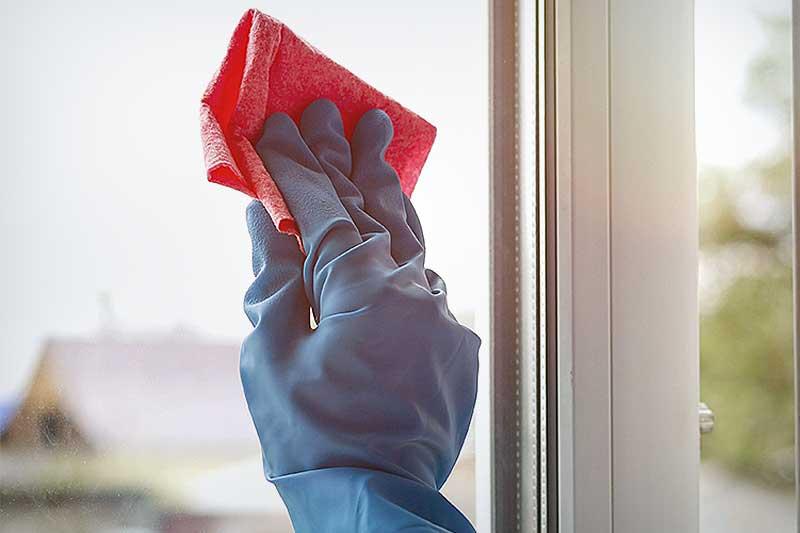 Очистить пластиковое от клея поможет растворитель