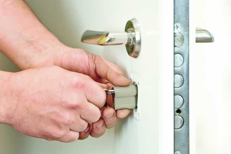 Открыть замок металлической двери самостоятельно