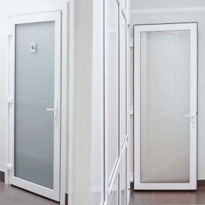 Пластиковые двери: виды и отличия