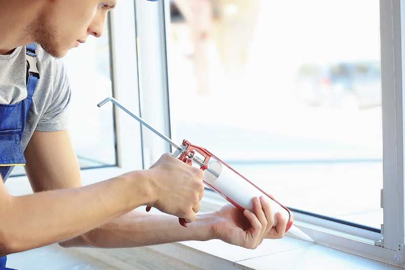 Герметизация стыков алюминиевого окна
