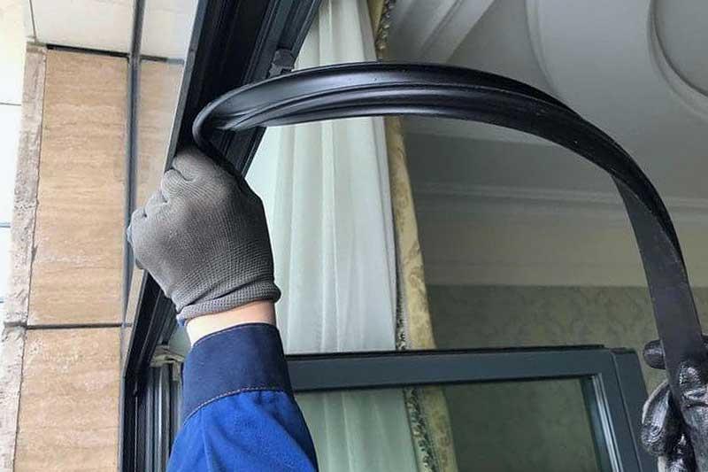 Замена уплотнителя в алюминиевом окне