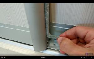 Регулировка двери шкафа-купе с нижним опорным роликом