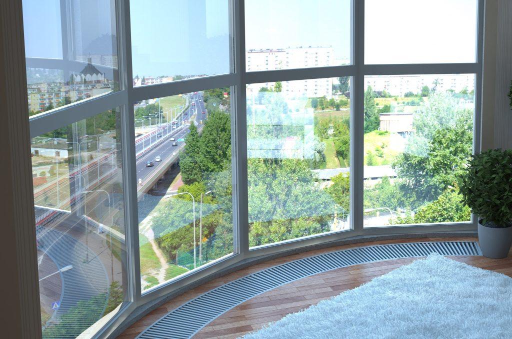 Панорамные окна в пол на балконе с отоплением