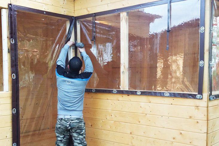 Установка окна из мягкого ПВХ полотна на террасу
