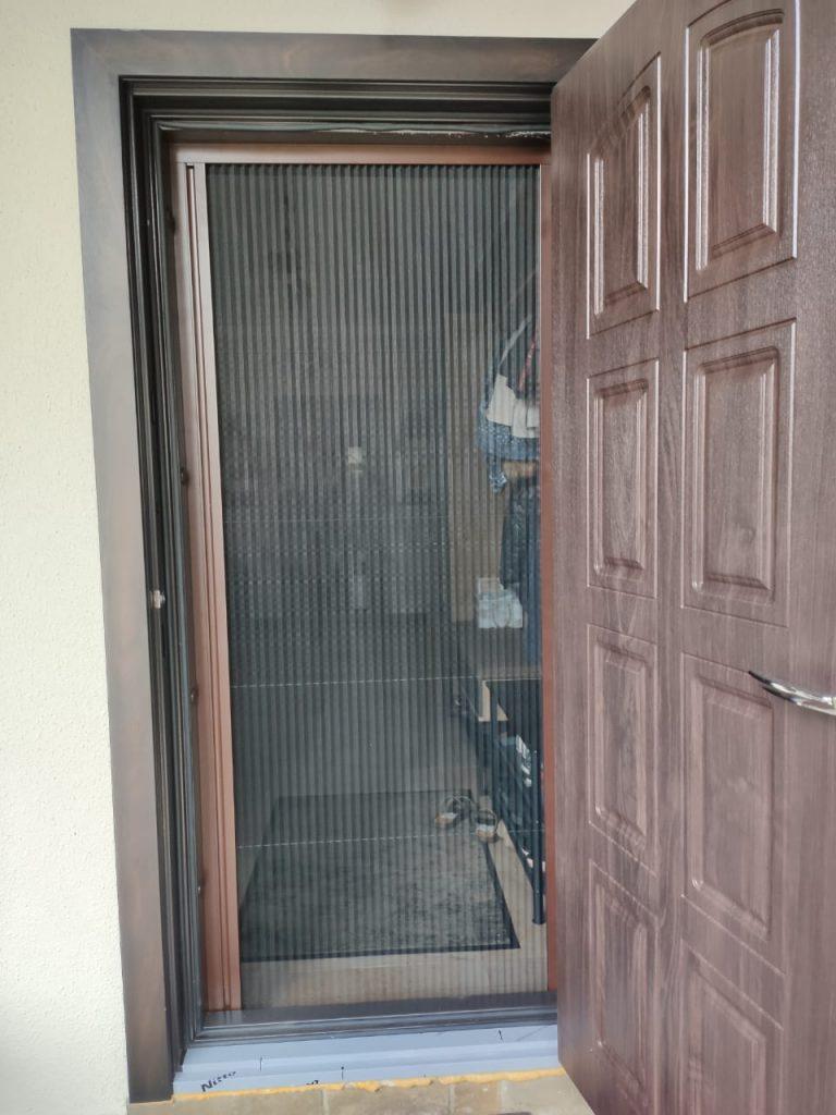 Москитная сетка на дверь плиссе