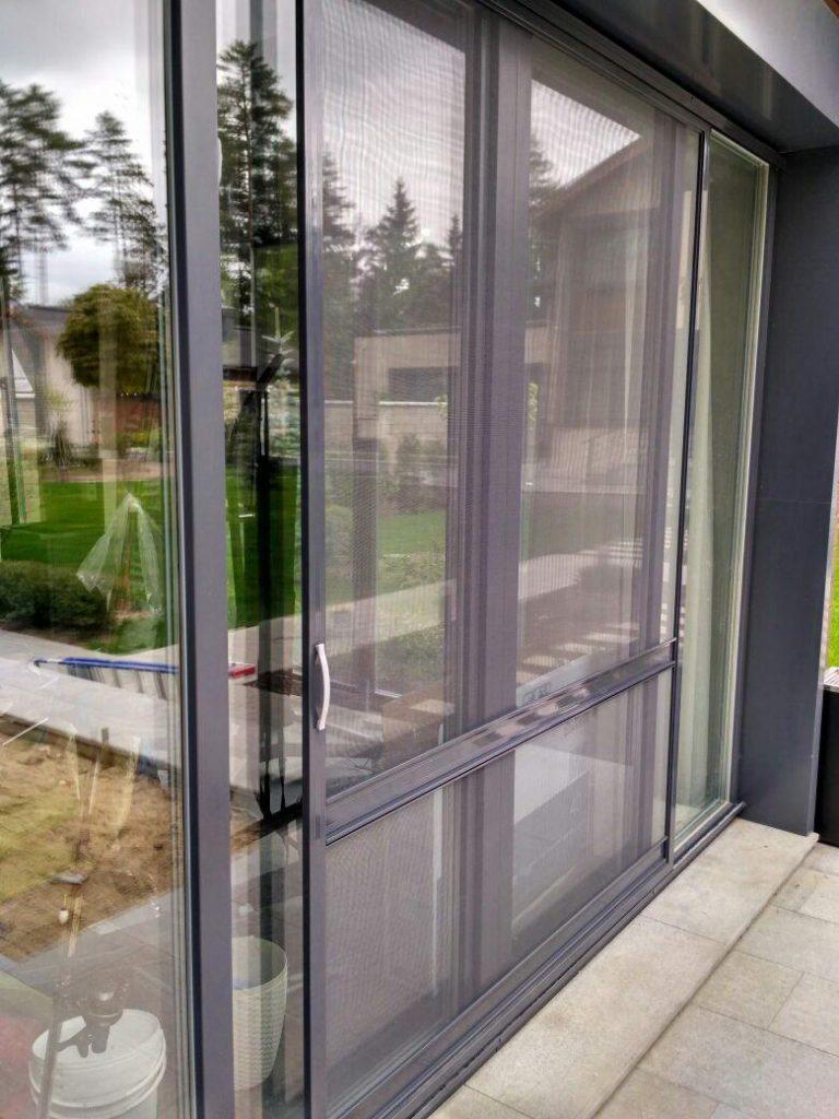 Раздвижная москитная сетка на дверь