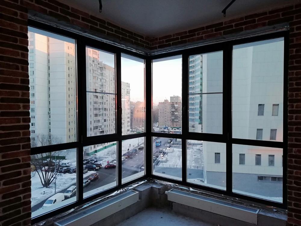 Панорамное остекление коричневыми окнами