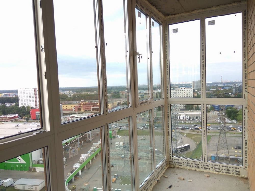 Пластиковые окна для французского остекления балкона высокоэтажки