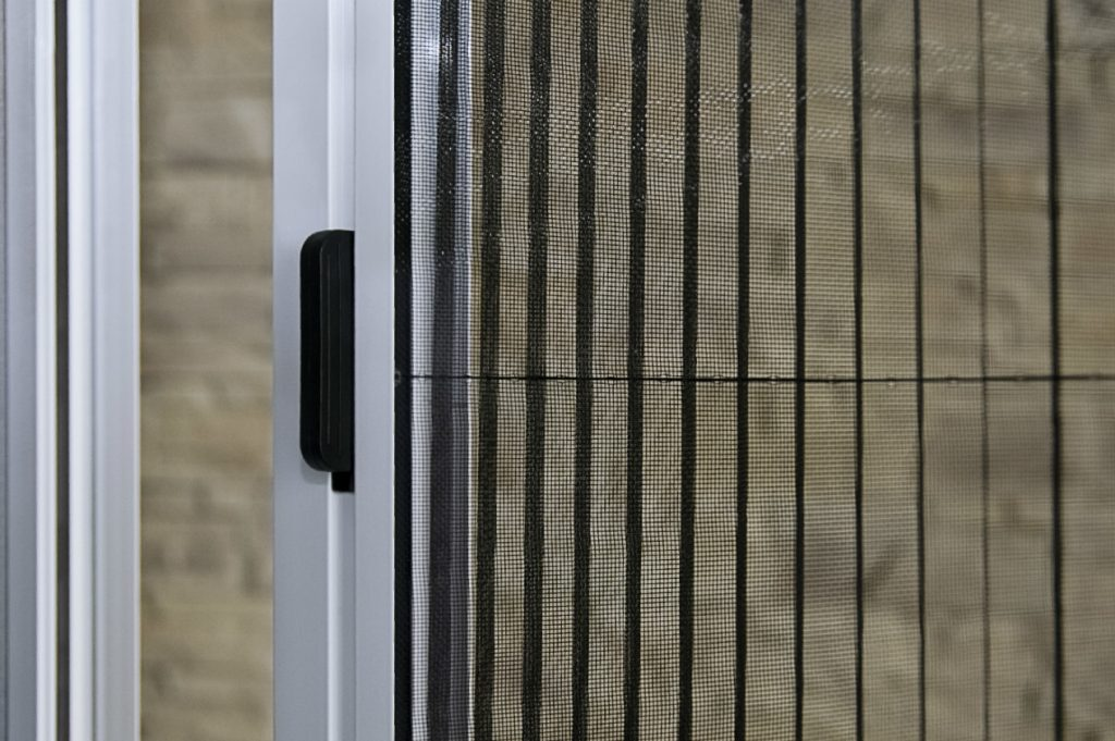 Антимоскитная сетка плиссе для дверей