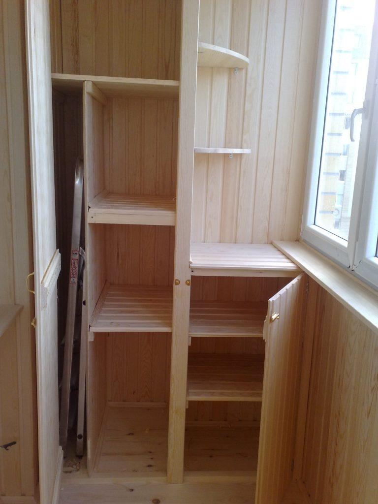 Шкаф из деревянных деталей Леруа Мерлен для балкона