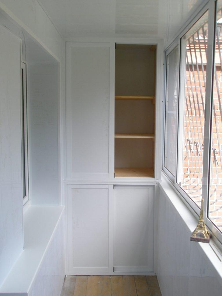 Шкаф-купе с четырьмя дверями