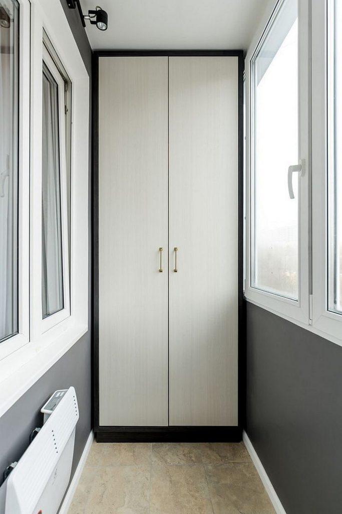 Шкаф на балконе оригинального дизайна