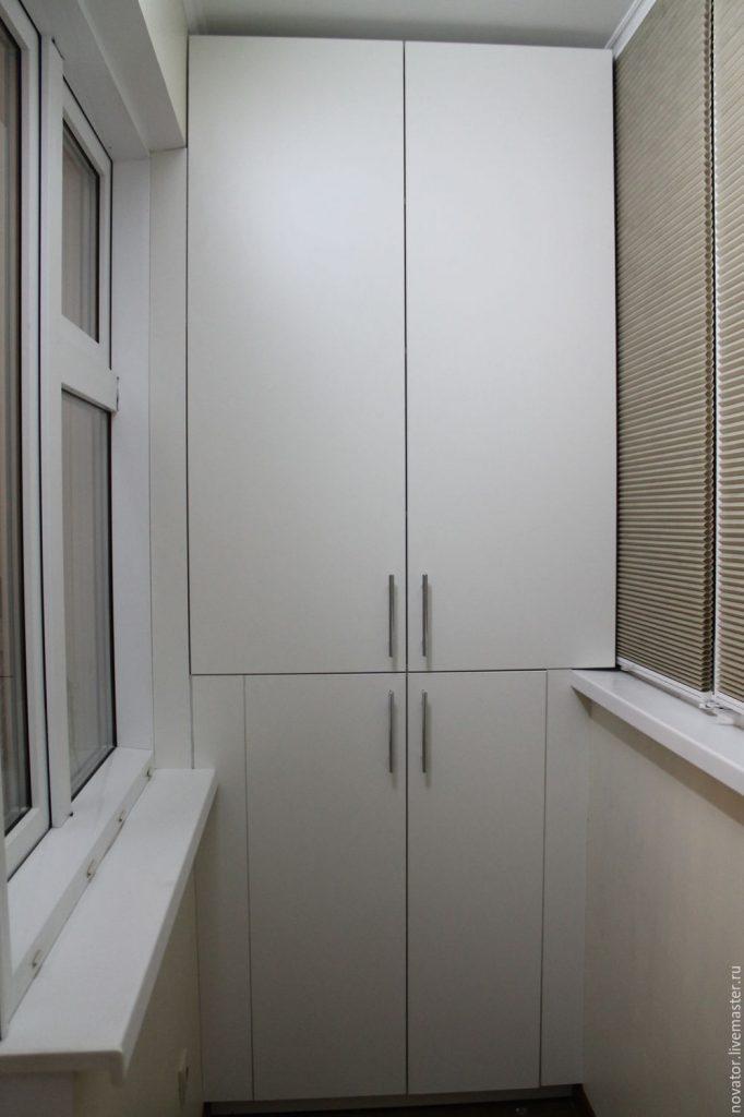 Шкаф с четырьмя дверями