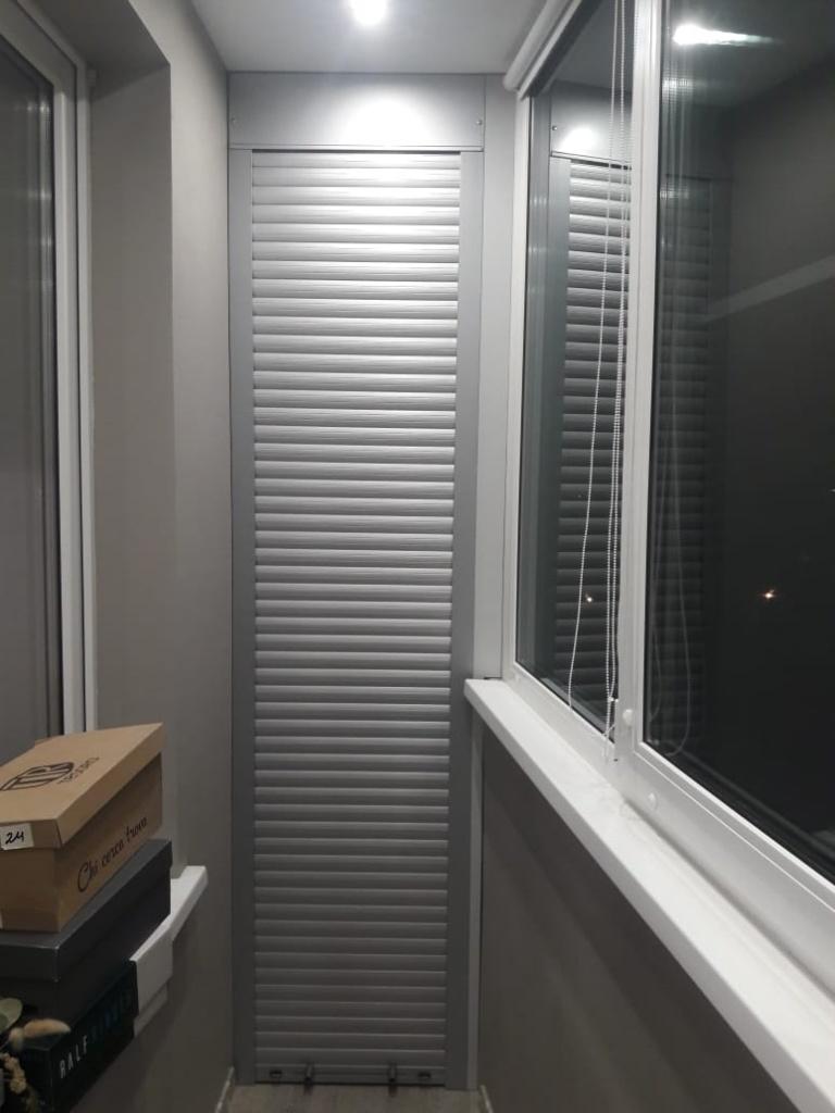 Шкаф с дверями из рольставней
