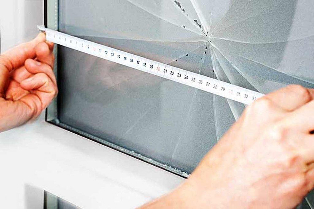 Замена стекла в пластиковой двери