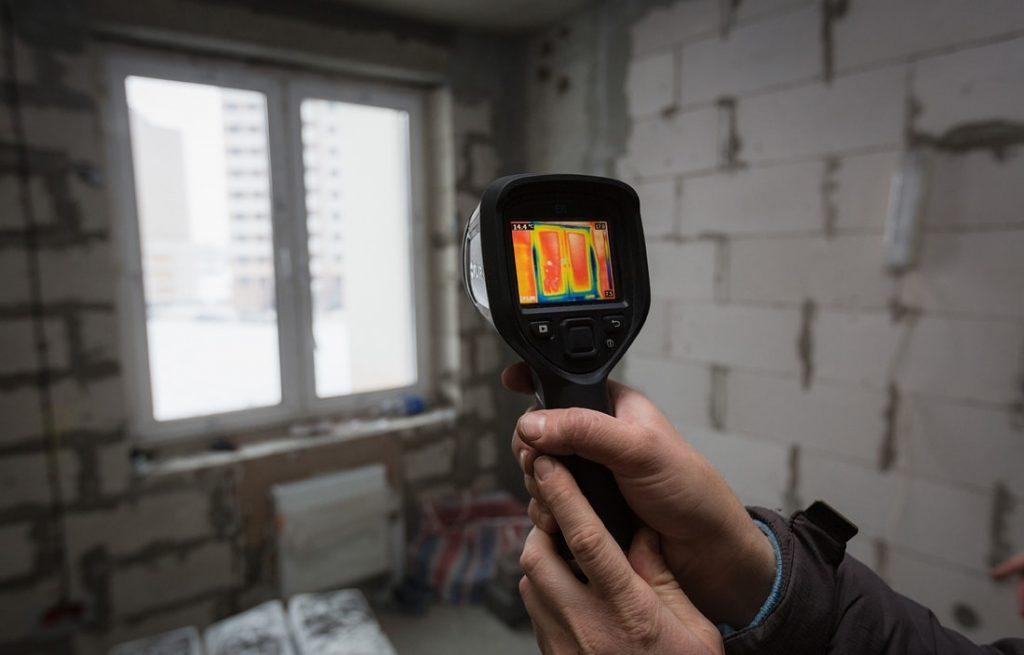 Тепловизионное обследование окна тепловизором