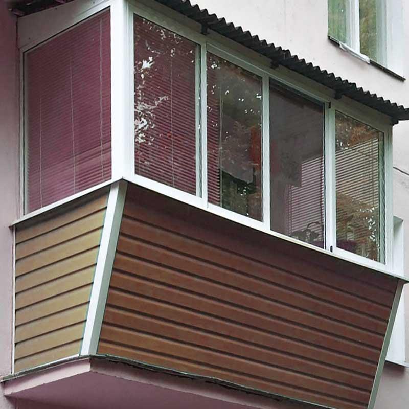 Балкон с выносом холодного остекления за границу перил ограждения