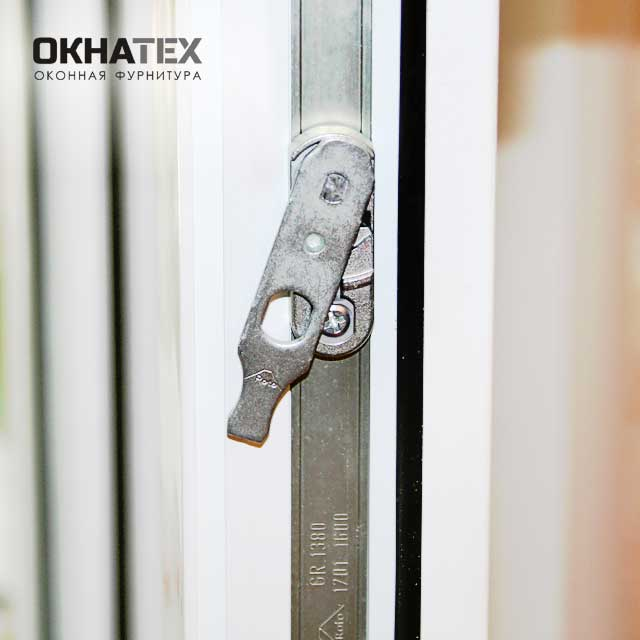 Регулировка пластиковой двери на балкон с фурнитурой Roto