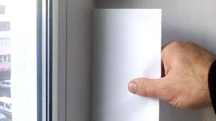 Проверить прижим створки окна к раме при помощи бумаги легко