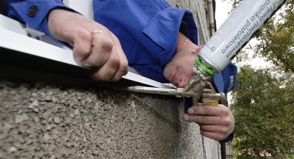 Запенивание под отливом исключит продувание под подоконником пластикового окна