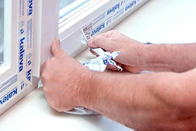 Защитная пленка на пластиковом окне