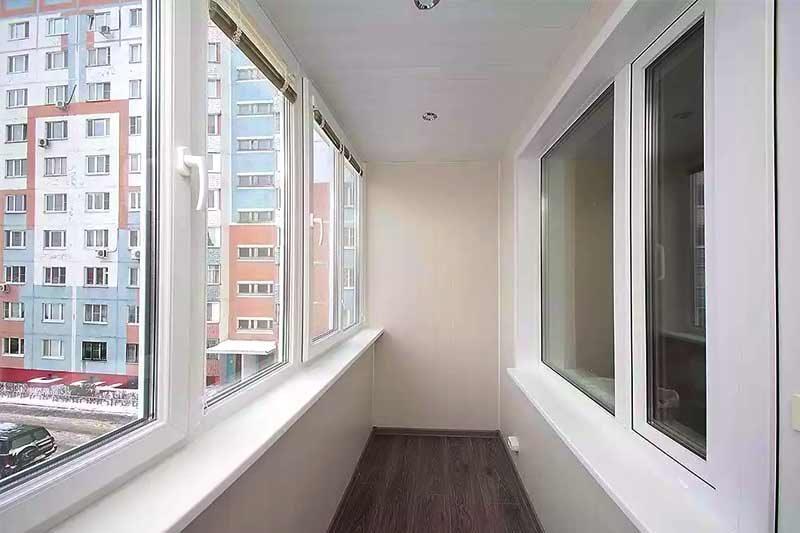 Остекление балкона пластиковыми окнами теплое