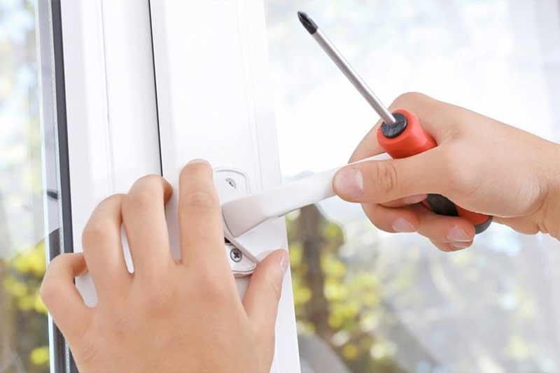 Ремонт алюминиевого окна своими руками с заменой ручки