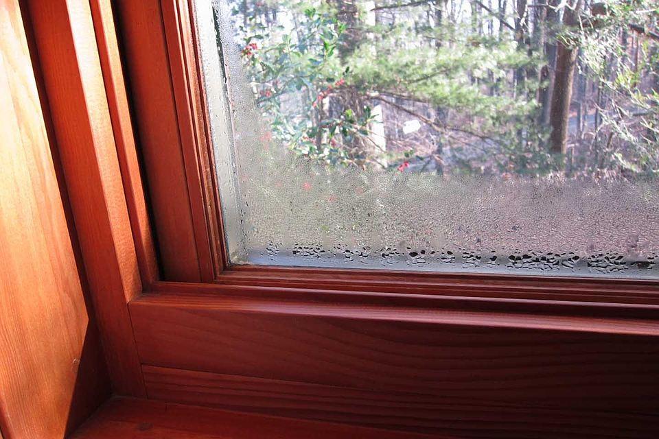 Конденсат на стеклопакете - причина ремонта деревянного евроокна
